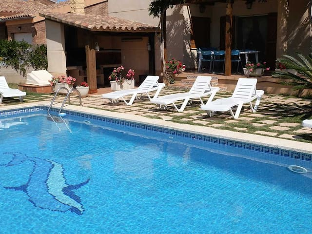 CASA ESTHER, Ideal house for your holidays near the sea, free wifi, air conditioning, private pool, pets allowed, dog's beach.