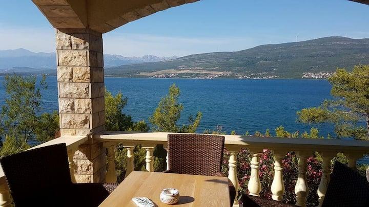 Apartman Karin sa spektakularnim pogledom uz plažu