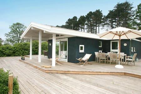Charmant vakantiehuis in Dronningmølle met overdekt terras