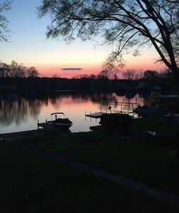 Peaceful Lake House on Hi-Land Lake. - Pinckney - บ้าน