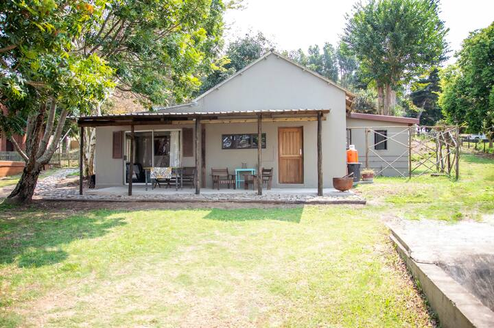 Nsezi Lake Cottage