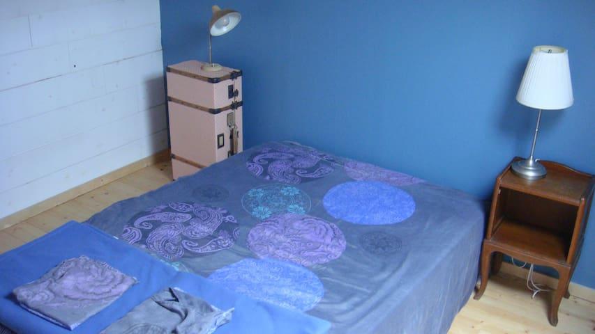 Chambre dans combles aménagées 1