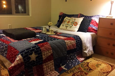 Clean & comfortable near Portland - Beaverton - Casa