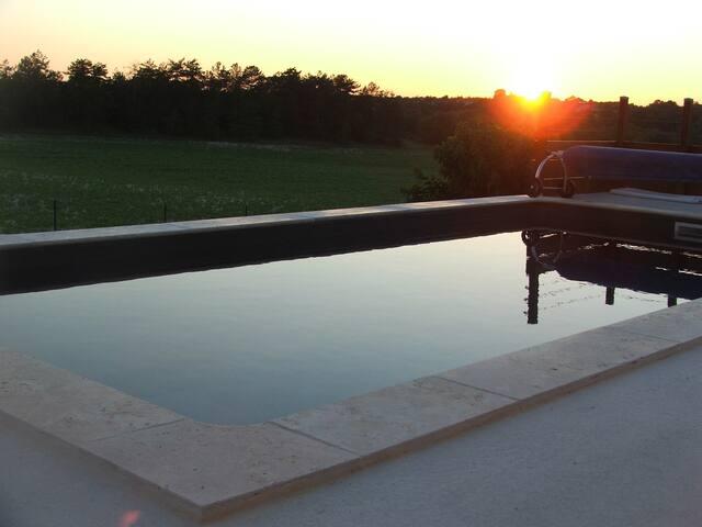 Villa au calme avec piscine chauffée privée