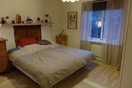 Luftigt sovrum i Grebbestad, nära till allt - Tanum V - Apartment