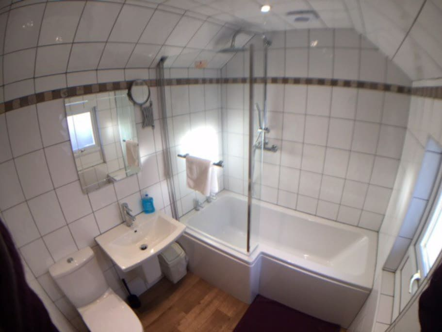 Upstairs bathroom, an additional toilet & wash hand basin is downstairs