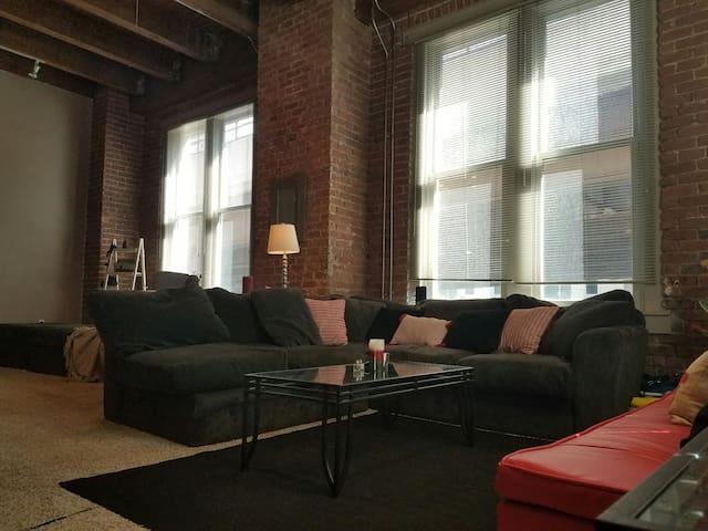 Spacious Downtown Loft - Omaha - Apartamento