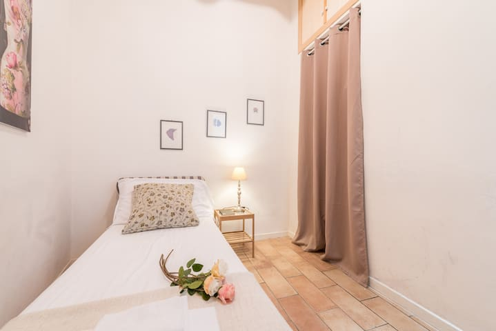 Camera doppia- bedroom with  2 single beds