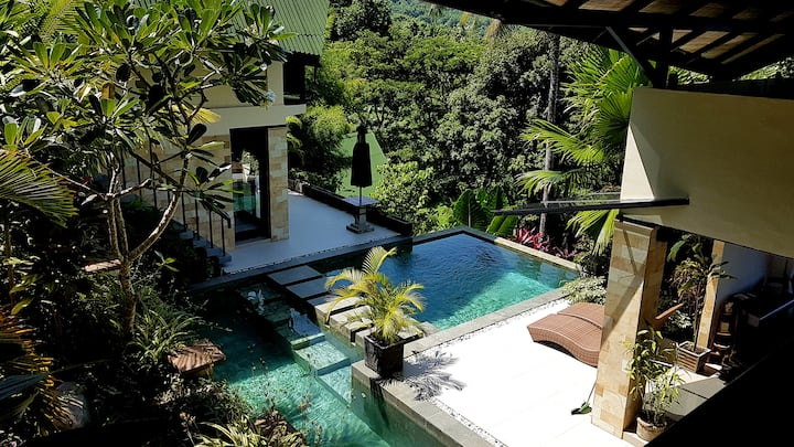 Spacious Villa with Amazing Views close to Bunaken