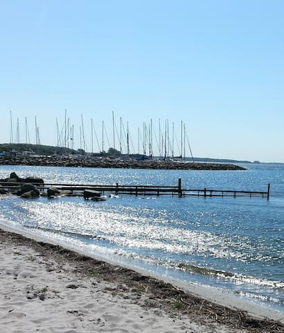 Rolige omgivelser nær stranden - Vester Skerninge