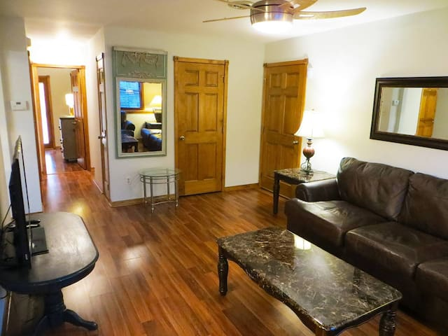 FULLY-FURNISHED EXECUTIVE APARTMENT MONTHLY+