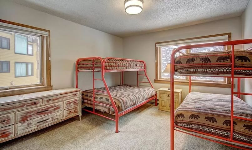 Secondary bedroom with bunk beds