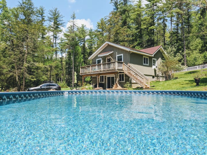 Bella Cottage w/ Fireplace•Pool•BBQ, Dream Getaway