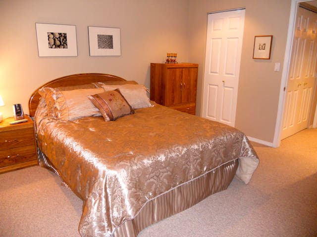 Large room and lounge in private lake community