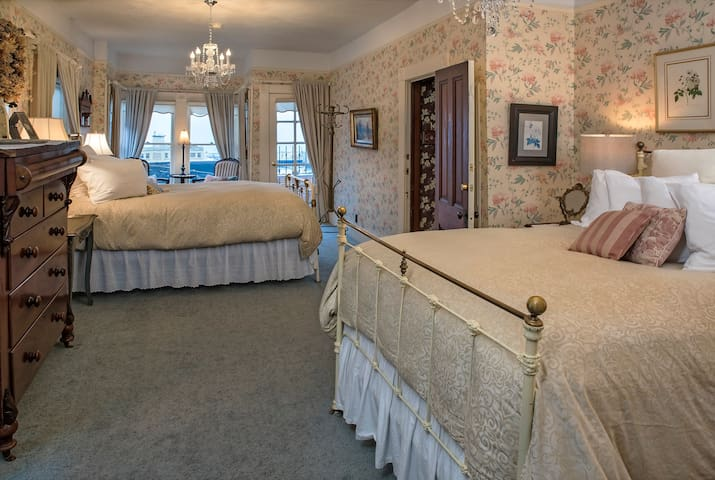 02) Peony Suite - Clementine's Bed & Breakfast