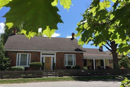 Historical LAURA SECORD House - Niagara Şelaleleri