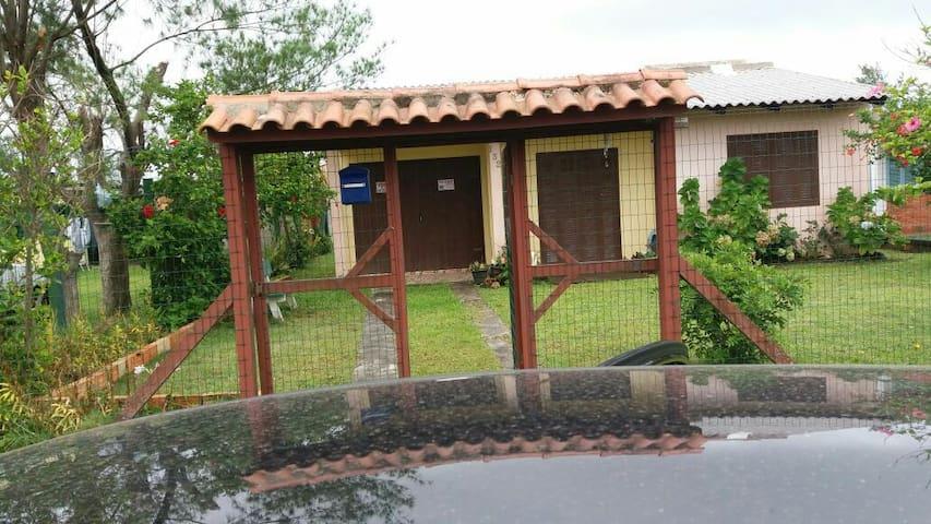 Casa para temporada - 3 dormitório - R. Getúlio Vargas 132, Magistério, Rio Grande do Sul, BR - Haus