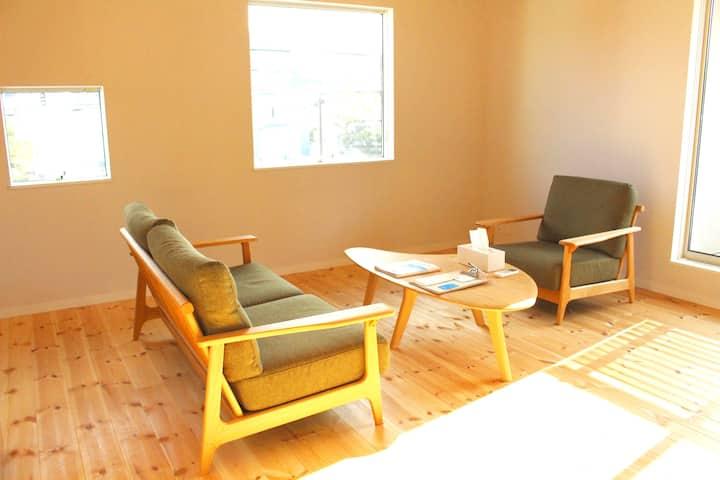 葉山で暮らすように泊まる『hôtel ami hayama』1棟貸2bedroom/一色海岸徒歩5分