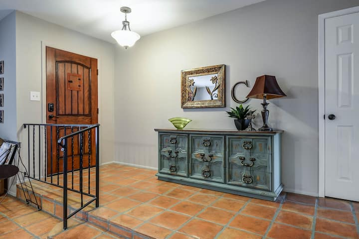 Great Tempe location w/Spanish Flair&Pool&Billiard