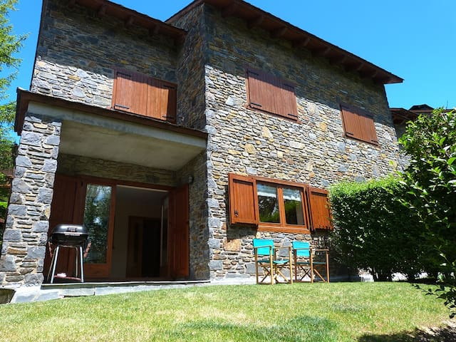 Ideal House for Families - Wintertime & Summertime - Girona - Rumah