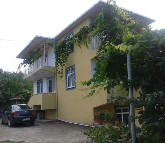 Yeşilliklerin içinde huzurlu bir ev - Trabzon - Apartemen