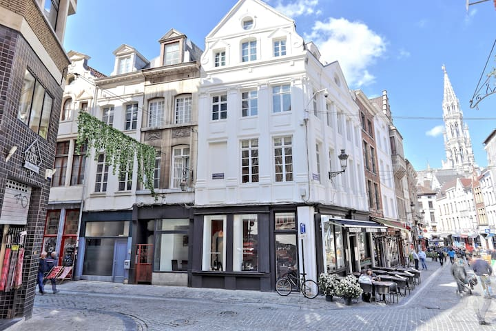 Amazing House in the Center of Brussels- @ Home!