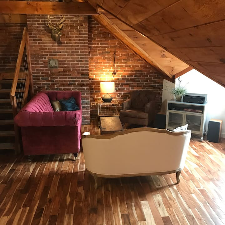 New! Stylish loft in the heart of downtown