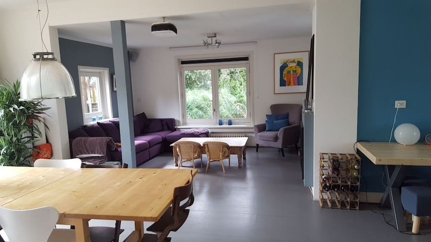 Family house 5 min of center Delft free parking!