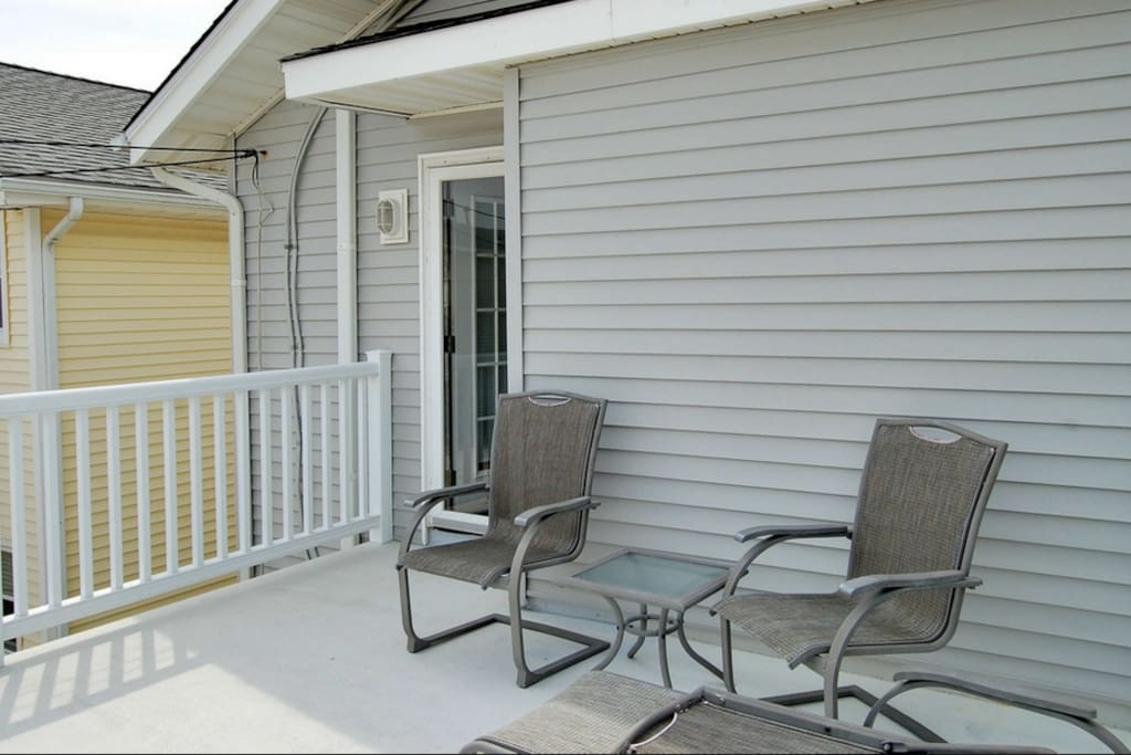 Rear deck where you can hear the ocean surf and relax in the cool breezes
