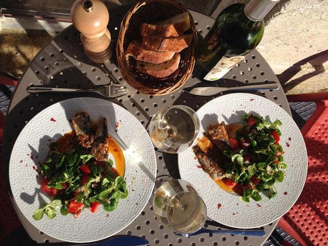Share an alfresco lunch outside in the sun