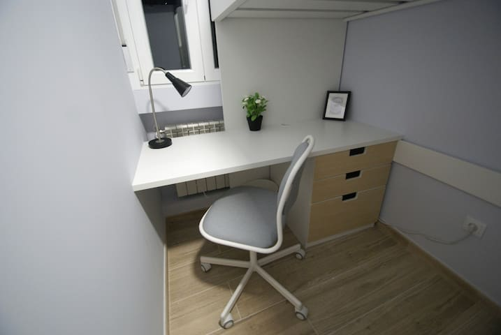 Single Bunk Bedroom City Center Renovated Compact