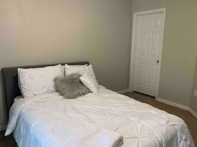 1 Bedroom near mall- close to UF