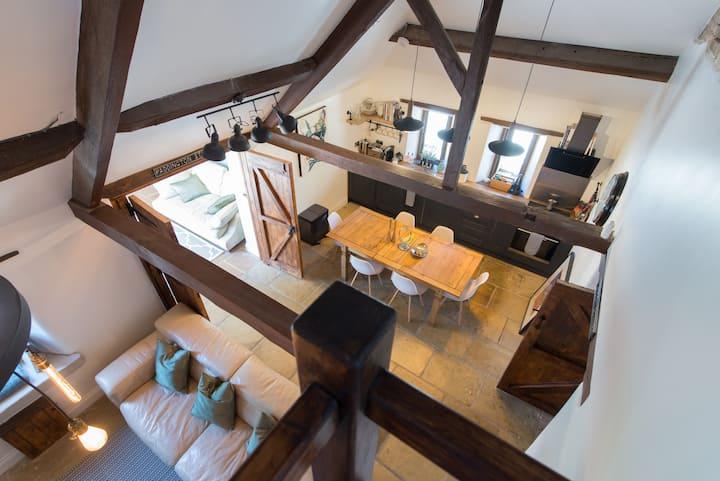 *Idyllic Barn: Cotswold Hideaway Stunning Village*