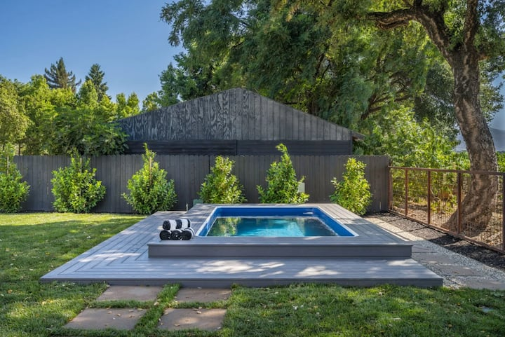 Winery Views & Hot Tub Stargazing in Napa Valley