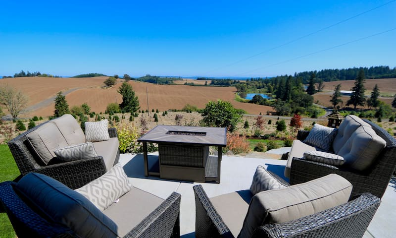 Stunning views and comfy home in wine country!