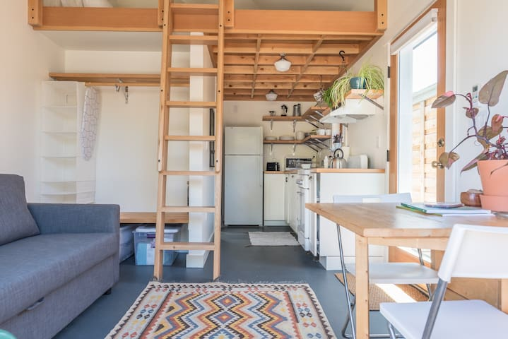 Tiny House Living with Loft Bed: 420 Friendly - Portland - Loft