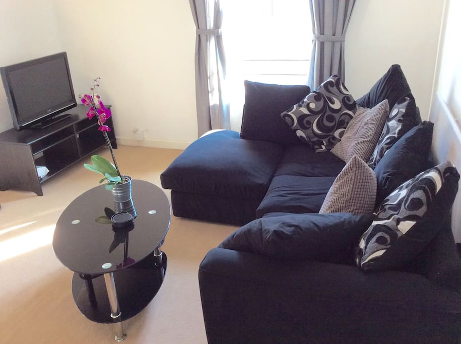 Really comfy sofa! Talk talk TV - programmes can be watched from last 7 days and recorded whilst you're out