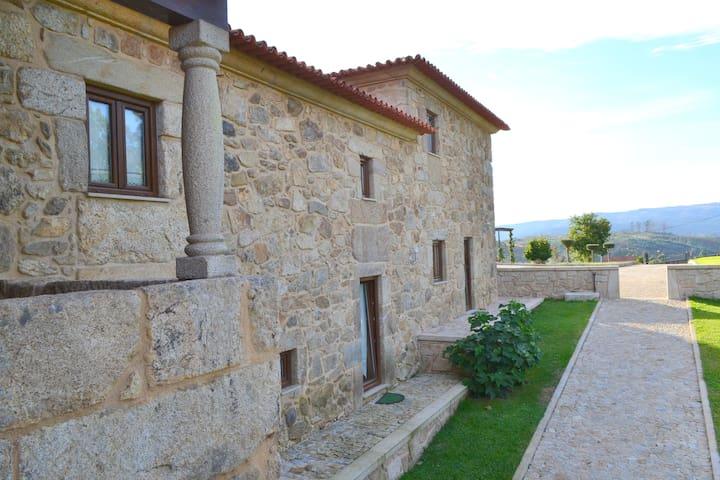 Casa com 6 suites e vistas para a montanha