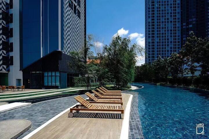 A9曼谷素坤逸线高端公寓,三个泳池,两个健身房,有接驳车送到bts,靠近粉色象神博物馆