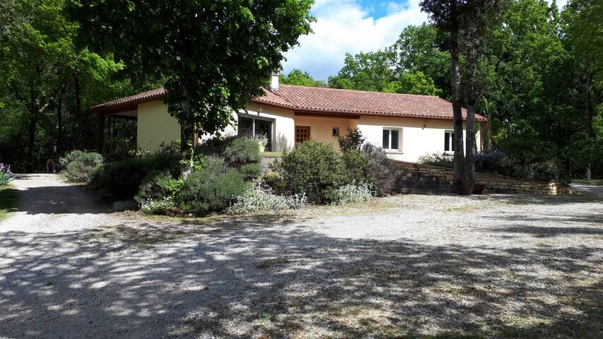 Maison au calme entre Sarlat et Rocamadour