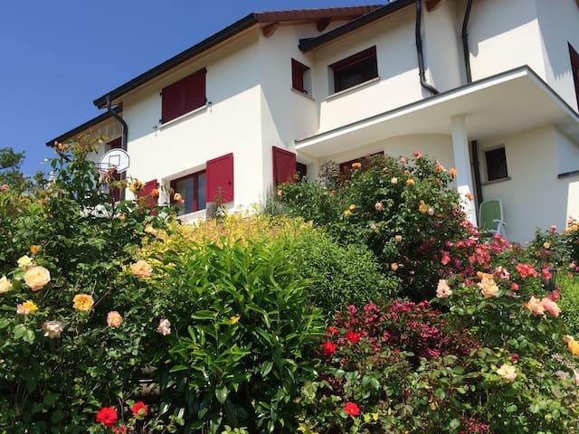 Grande maison moderne au calme et sans vis à vis - Saint-Mard - Villa