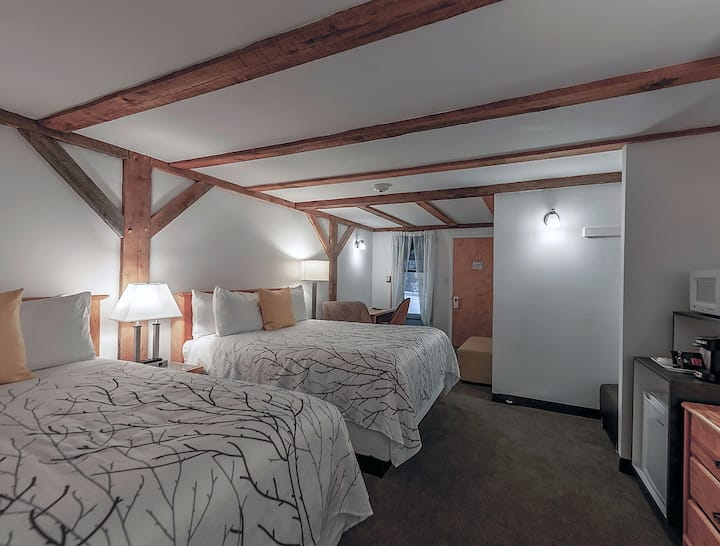 Boutique Lodge 1 mile to slopes, Newly renovated!