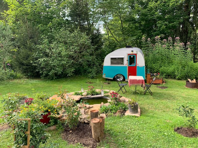 Brigadoon: Eclectic Camper with Wifi and Netflix,