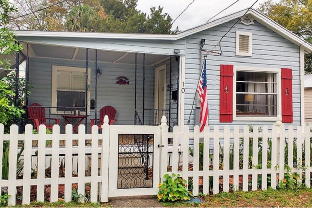 Picket fence, anchor shutters & front porch on quiet street.  Watch horses stroll by while you sip your morning coffee.