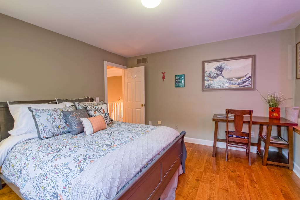 Bdr 3, spacious queen size bed and a futon floor mattress with a special lighting experience. Study desk and walk in wardrobe.