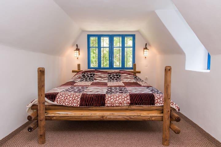 Dormitorul de sus 1