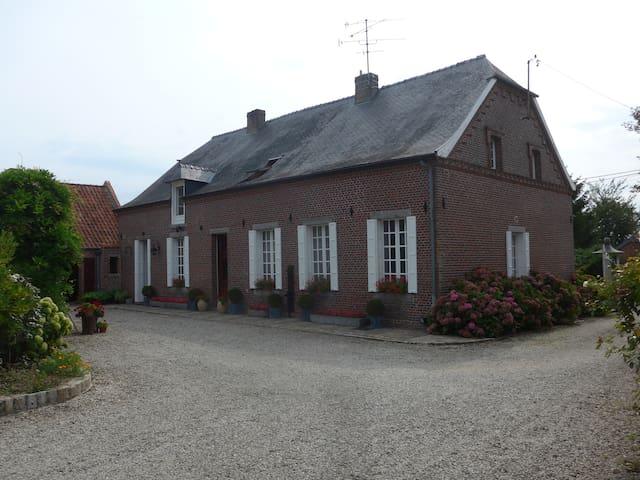 La maison Le Vivreuil depuis la cour intérieure.