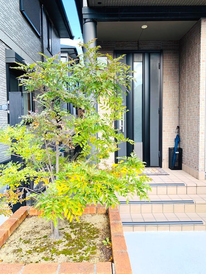 民泊JOY IN 関空やアウトレットりんくうから近い、完全個室、お車での送迎は可能です。