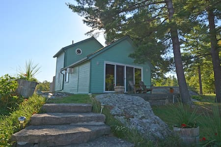 Angelfire Cottages - The Lakeview Cottage