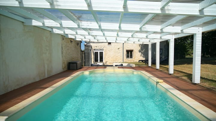 Gîte 8 pers. avec piscine abritée et chauffée.